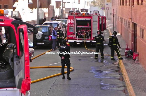Incendio Vehículo garaje Calle Lucano