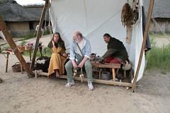 Das Zelt von Marion und Sven (Hopp), worunter Glasperlen hergestellt werden - Museumsfreifläche Wikinger Museum Haithabu WHH 17-06-2012