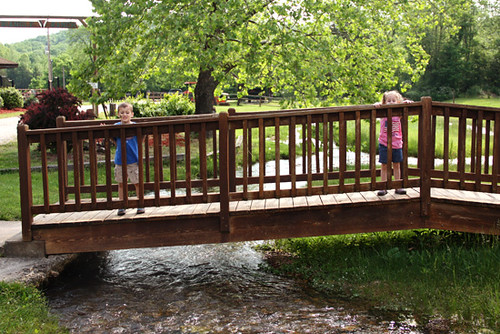 Creek_Kids-on-Bridge