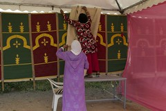 Setting up the stand of the Cooperative of Ain Leuh