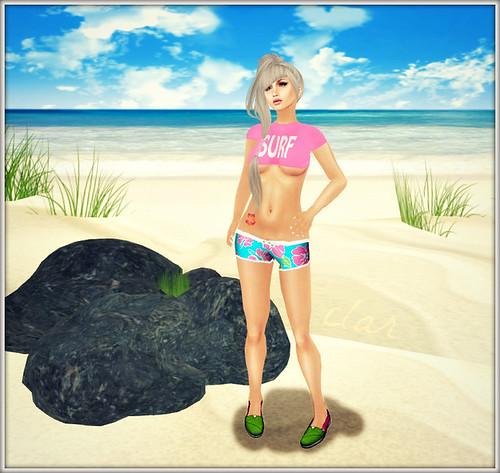 Love Zombie Surf Cropped Tee + Hibiscus Tat + Hawaiian Shorts