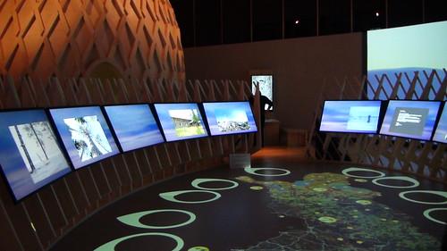 內部主展場的互動地圖和螢幕 攝影翠珊