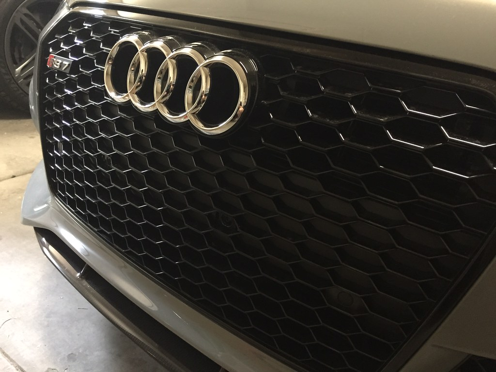 This is what I had after taking the bracket off. No $1600 grills for me thanks! ) & RS7 front plate delete