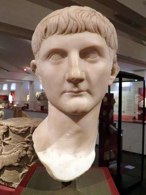Tête de Germanicus, fils de Drusus L'Ancien et d'Antonia Minor, découverte en avril 1844 dans la maison Gasc à Beziers, sur l'emplacement du Forum, vers 14-23, MSR, Musée Saint-Raymond