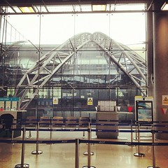 Bangkok's new airport is glassy. I can see everything!