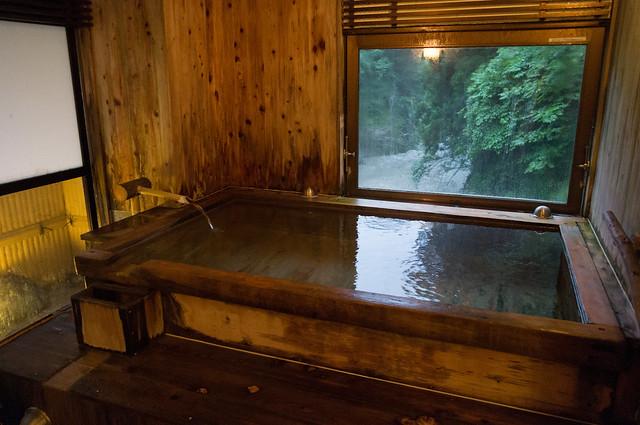 村上屋旅館 渓谷貸切風呂「さなし」
