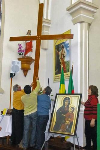 Cruz peregrina e Ícone de Nossa Senhora visitarão todas as paróquias da Arquidiocese até a Romaria de 2014.