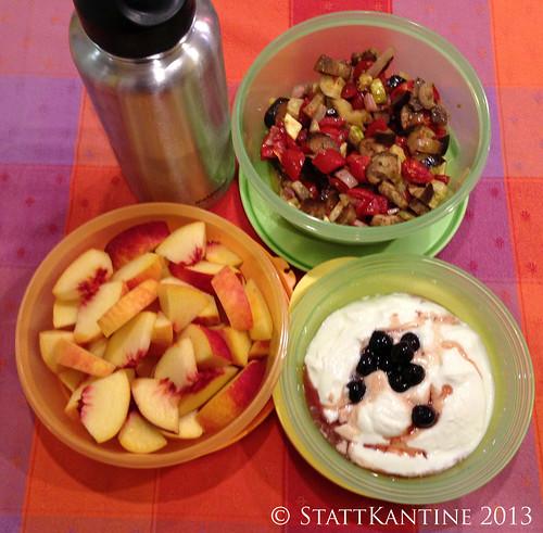 16. September 2013 - Backofengemüse-Salat, Pfirsiche, Joghurt