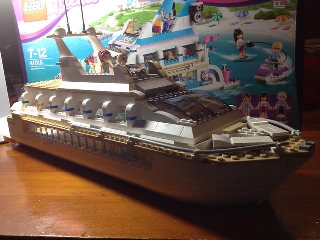 Lego Dolphin Cruiser <a href=
