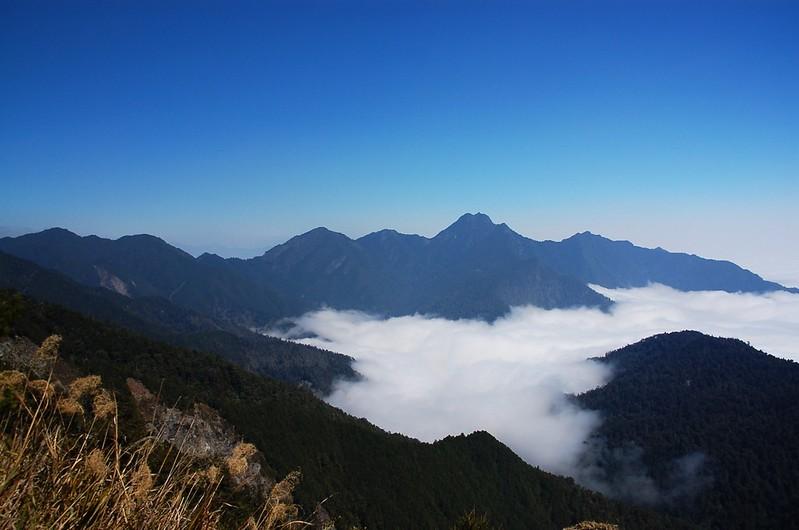 新康山(From 布拉克桑山稜) 1