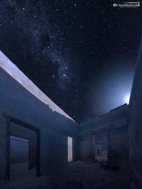 Kolmanskop by night
