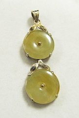 Vintage 14KT Gold Yellow Jade Pendant