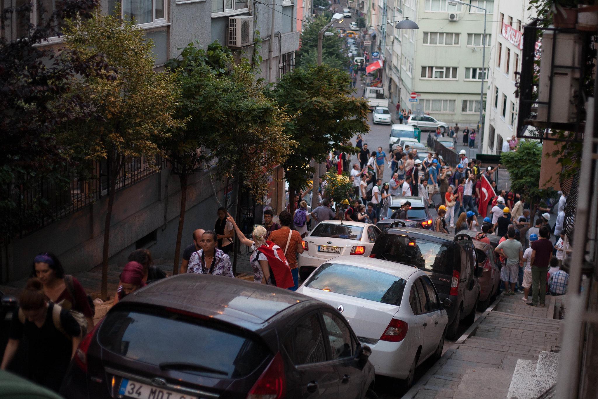 Crowds on their way to Taksim.