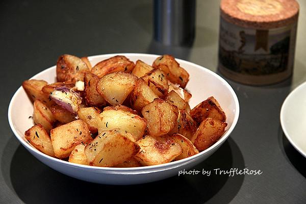 煎牛排佐爆漿馬鈴薯塊和茵陳蒿防風草泥-Belgium-20120624