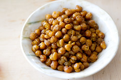 Roasted garbanzos. Roasted chickpeas. Röstitud ki…