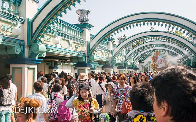 Tokyo DisneySea - Toy Story Mania Fastpass queue