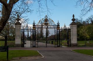 Portail à l'entrée des Queen Mary's Gardens