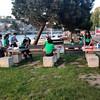 Scouts having dinner next to the river. Escoteiros de Portugal from Santarem exploring and camping in Porto. #scoutsportugal #exploringporto #exploringportugal
