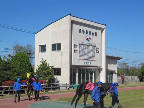 金沢競馬場のパドックの待機小屋