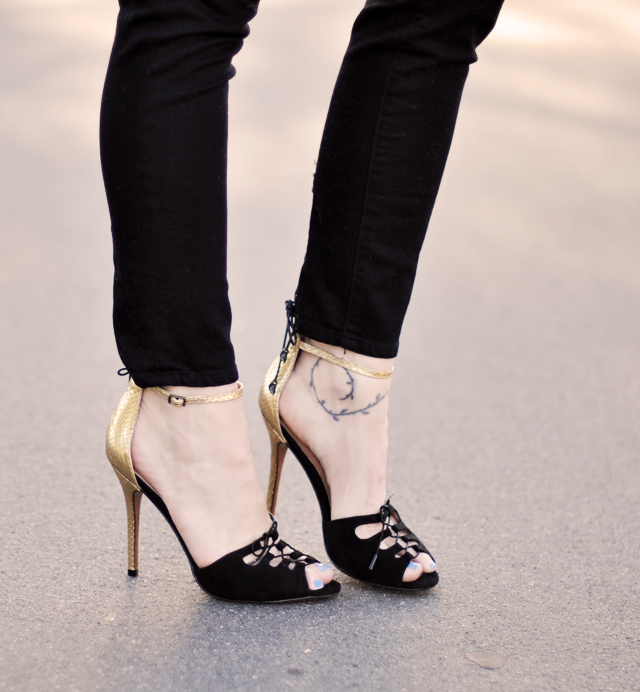 charles david strappy heels - gold  and black