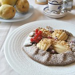Chocolate crostata with pears and amaretti