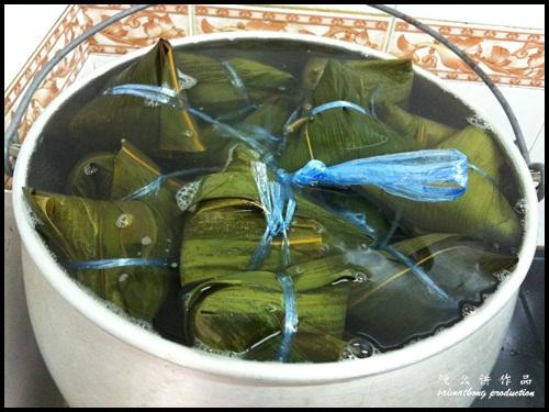 Boil rice dumpling (Bak Chang)
