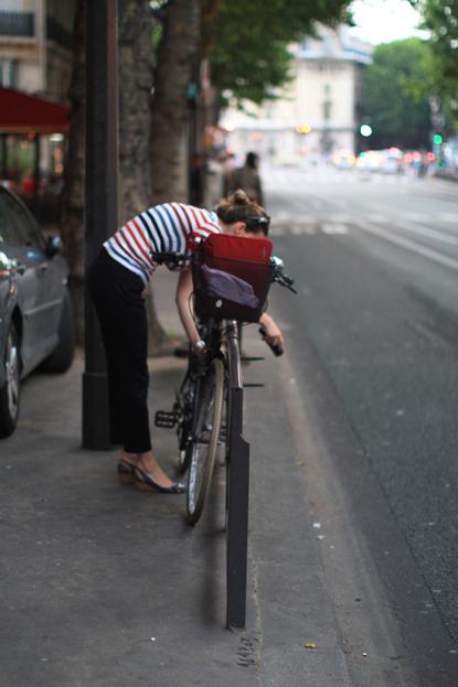13f18 Pareja mestiza y ciclista 001 variante Uti 415
