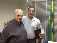 JUSSARA-Jul 2013-DEP ZACHAROW ENTREGA BIBLIA AO PREFEITO TATINHA