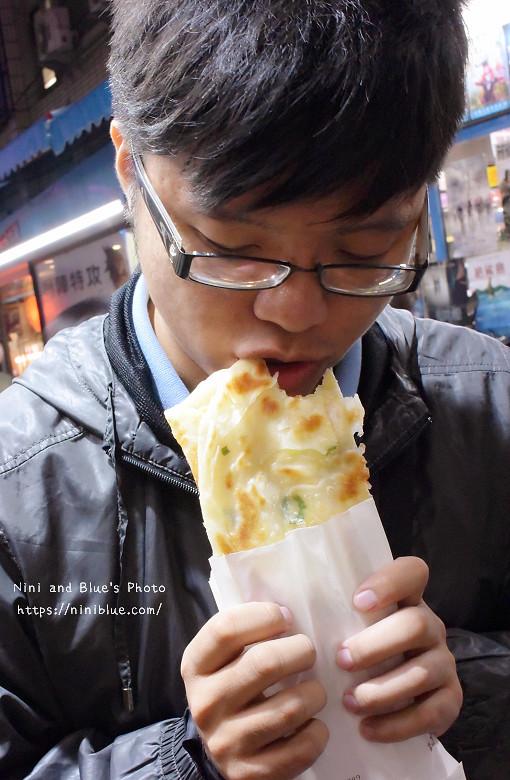 30772091626 6704a20152 b - 逢甲脆皮蛋餅 巷弄美食銅板小吃,蛋餅比燒餅還脆,內餡還是章魚燒口味,價格親民