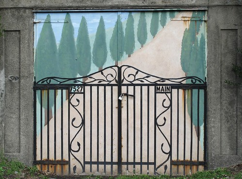 Sykesville MD - fun faux fence on Main St.