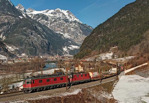 railroad alps switzerland railway trains svizzera bahn alpi mau uri freighttrain ferrovia treni gotthard re66 gottardo nikond90 guterzuge