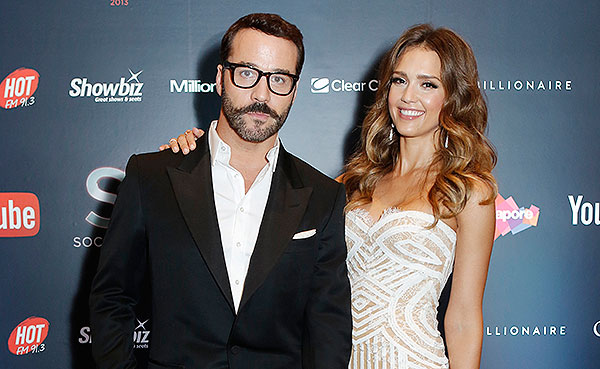 Show hosts, Jeremy Piven and Jessica Alba
