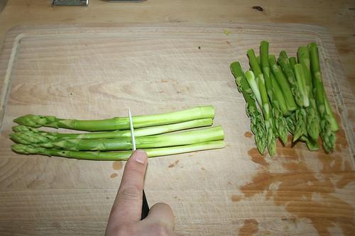 12 - Spargel halbieren / Cut asparagus in half