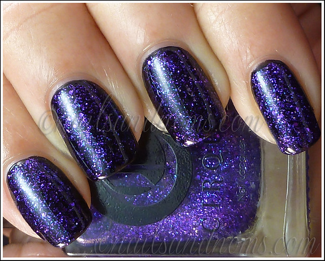 Cirque - Queen Majesty (over black) 1
