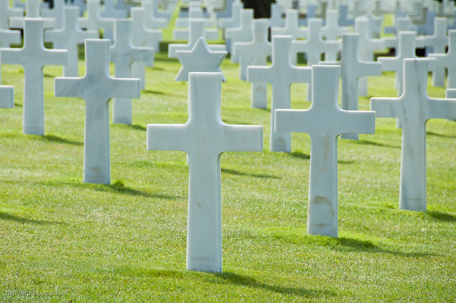 Tumbas en el cementerio americano de Omaha-Beach