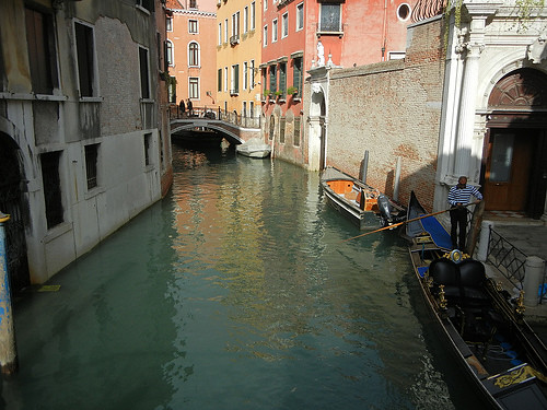 DSCN1394 - Gondola in Venice, October 2012