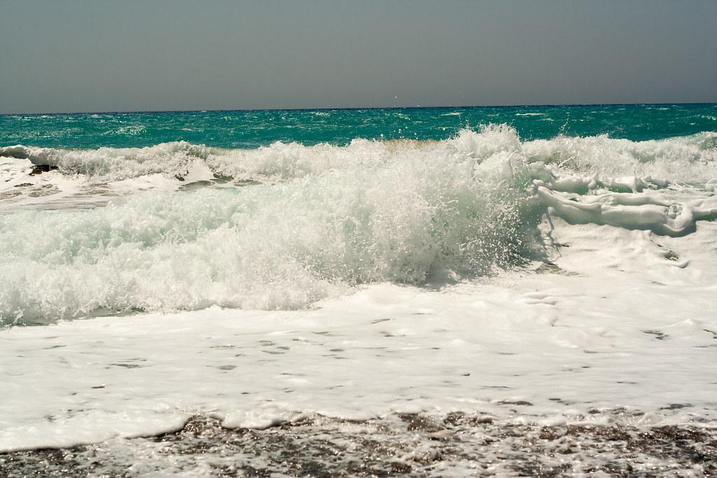 А это место мы нашли немного южнее - волны достигали пары метров в высоту
