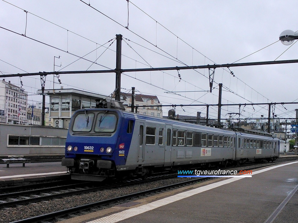 An electric railcar (Z9600 series) running from Besançon-Viotte to Dijon-Ville on 19 May 2013