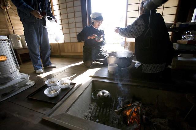 今回は,八幡の民宿組合のみなさんお手製の昼食.