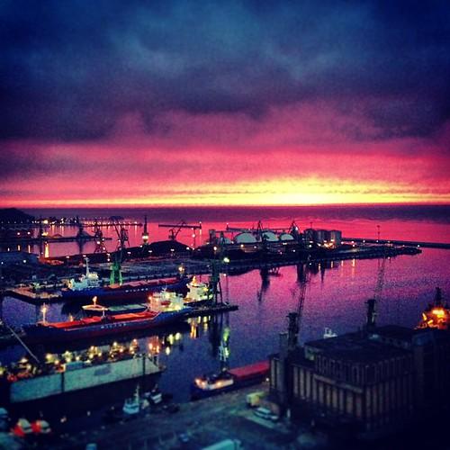 sunrise dziendobry uploaded:by=flickstagram instagram:venue_name=seatowers instagram:venue=8018048 instagram:photo=4806661697186468461482089