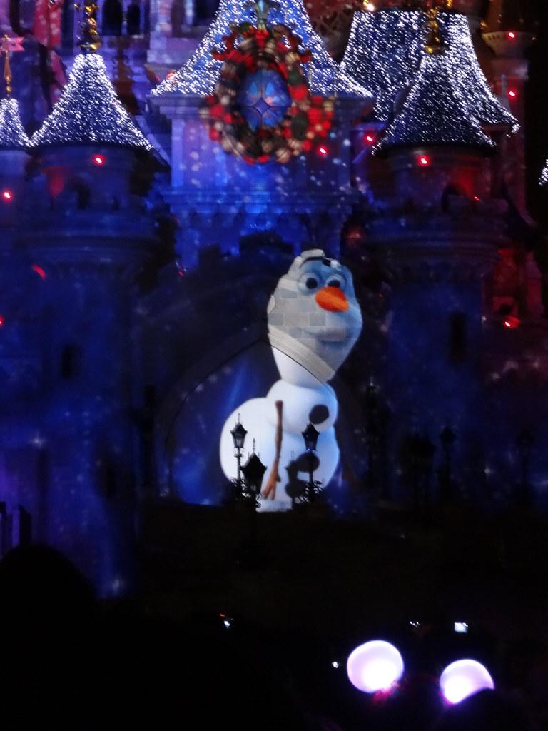 Un séjour pour la Noël à Disneyland et au Royaume d'Arendelle.... - Page 4 13709787713_a69b5b831d_b