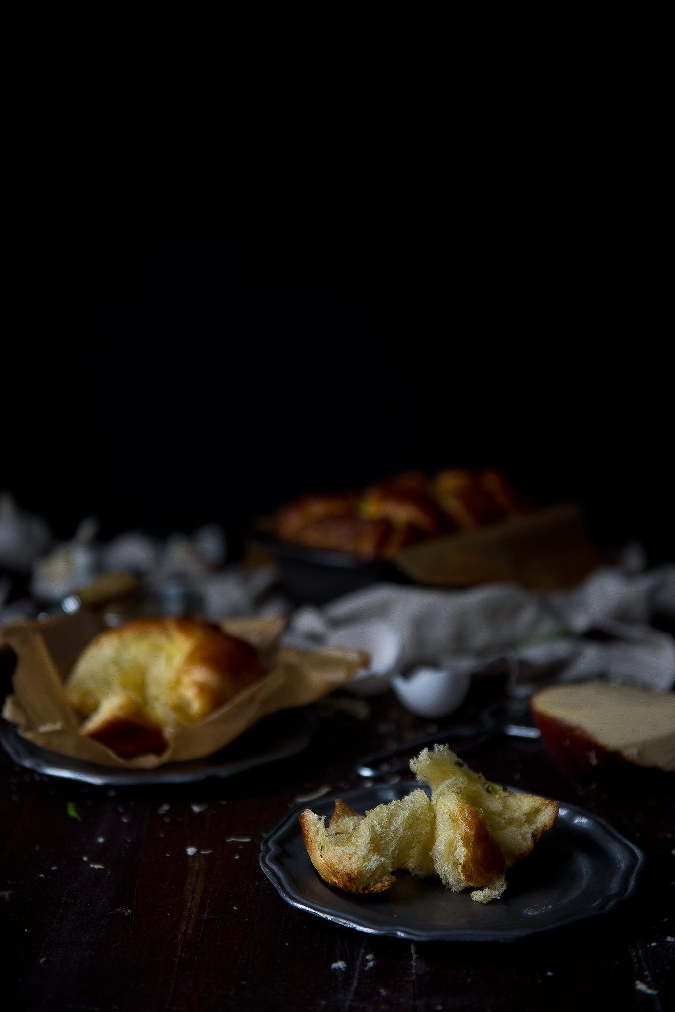Garlic, chive & smoked gouda brioche.