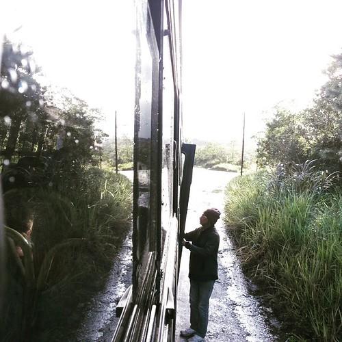 #linhapopular Morador prestes a subir no ônibus #tarifazero. Foto: Olegário A. Filho.