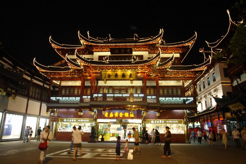 Antigua casa reconvertida en una hermosa tienda de souvenirs y productos tradicionales Shanghai, Un paseo por la Ciudad antigua - 7395982086 3dec2a08d3 o - Shanghai, Un paseo por la Ciudad antigua