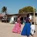 Women in the street - Mujeres en la calle; San Mateo del Mar, Región Istmo, Oaxaca, Mexico por Lon&Queta