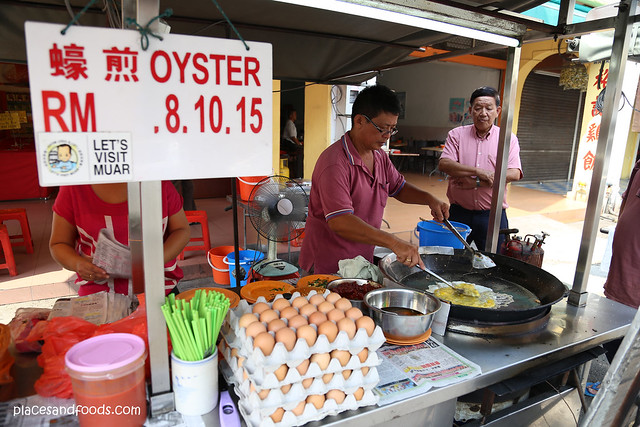 muar oyster omelette stall