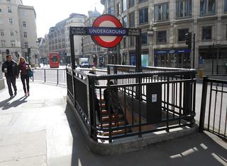 Station de métro Monument
