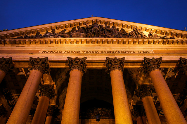 Facade of Saint Isaac's Cathedral at night, Saint Petersburg, Russia サンクトペテルブルク、イサク聖堂のライトアップされたファサード