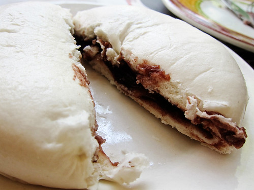 Tau sao bao.. red beans steamed bun