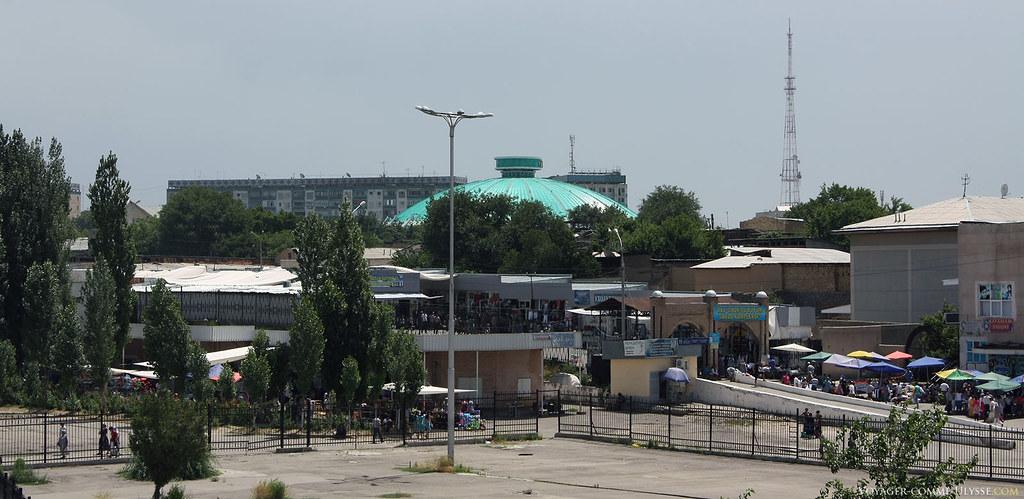 Le marché de Tachkent est en plein centre-ville.